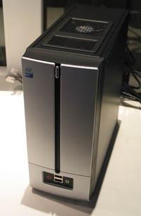 Nettops sind eine Art schwachbrüstige und sehr billige PCs; im Unterschied zu Thin Clients können sie alles aus eigener Kraft ohne Server erledigen.