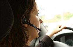 Das BfS rät: Headsets nicht nur im Auto nutzen.
