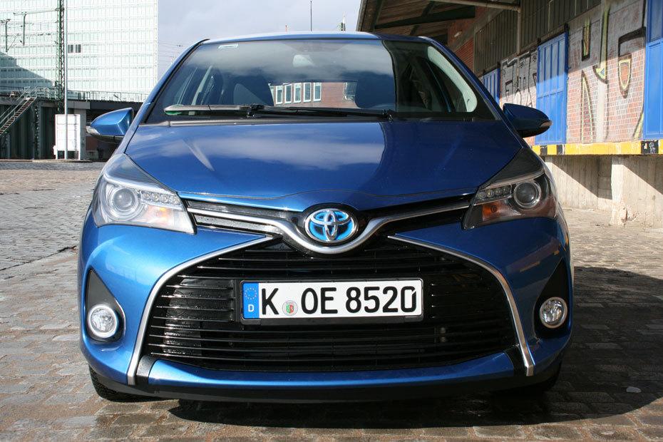 unterwegs im modellgepflegten toyota yaris hybrid | heise autos