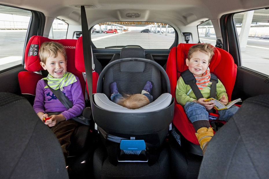 Drei Kindersitze Hinten