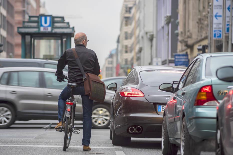 Özdemir fordert weniger Platz für Autos im Verkehr