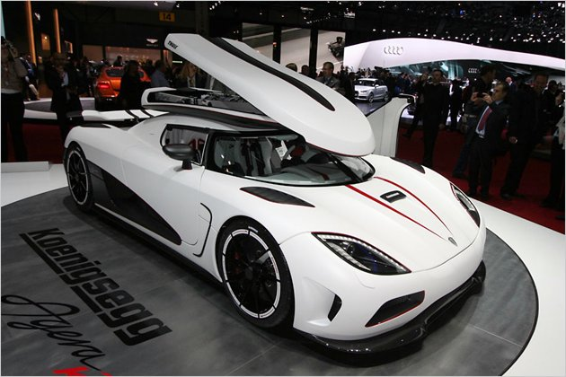 eilzusteller koenigsegg agera r mit thule dachbox heise autos. Black Bedroom Furniture Sets. Home Design Ideas