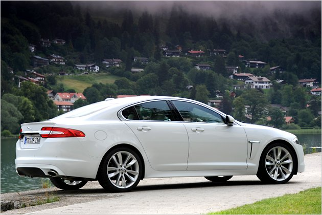 jaguar xf 2 2d so f hrt sich der berarbeitete basis diesel heise autos. Black Bedroom Furniture Sets. Home Design Ideas