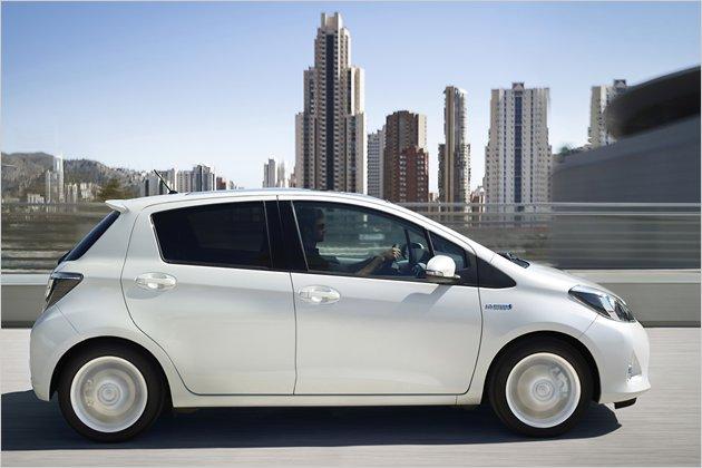 toyota yaris hybrid im fahrbericht | heise autos