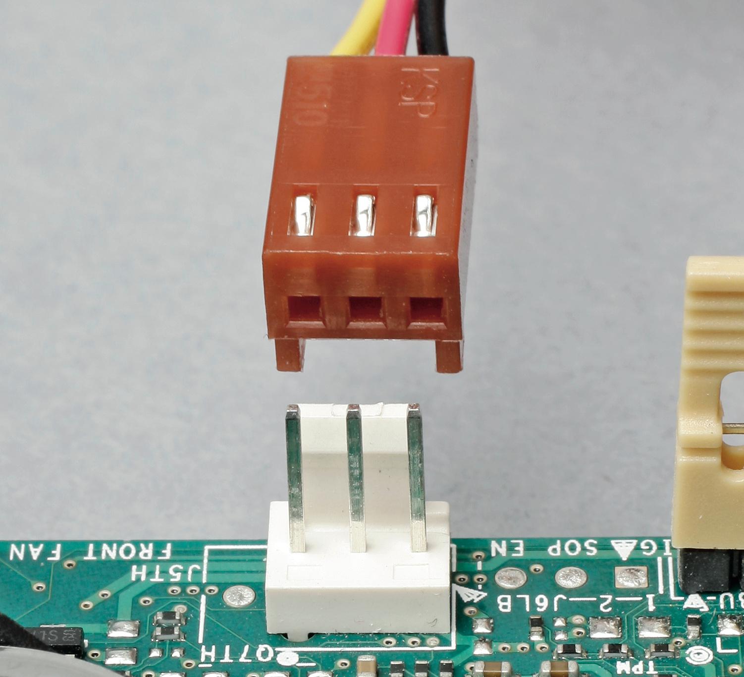 Lftersteuerung Ct Magazin Pc 3 Pin Fan Wire Diagram Die Ersten Beiden Pins Des Lfteranschlusses Liefern Versorgungsspannung Beim Modell Auch Drehzahl Beeinflusst