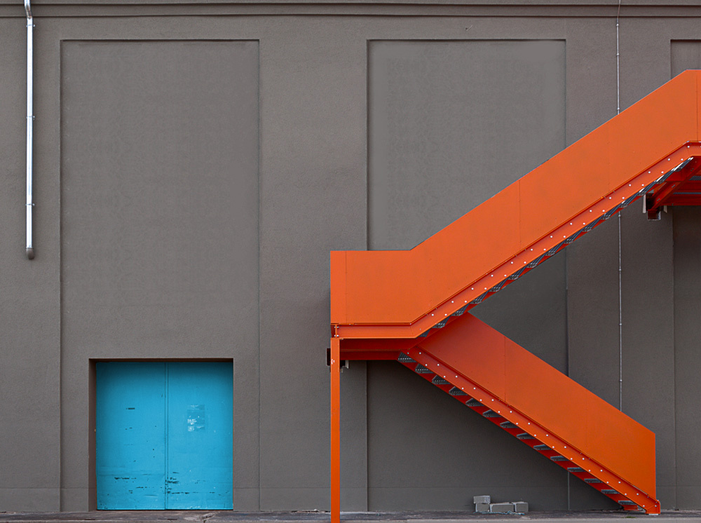 alte t r neue treppe von rontrus galerie heise foto. Black Bedroom Furniture Sets. Home Design Ideas