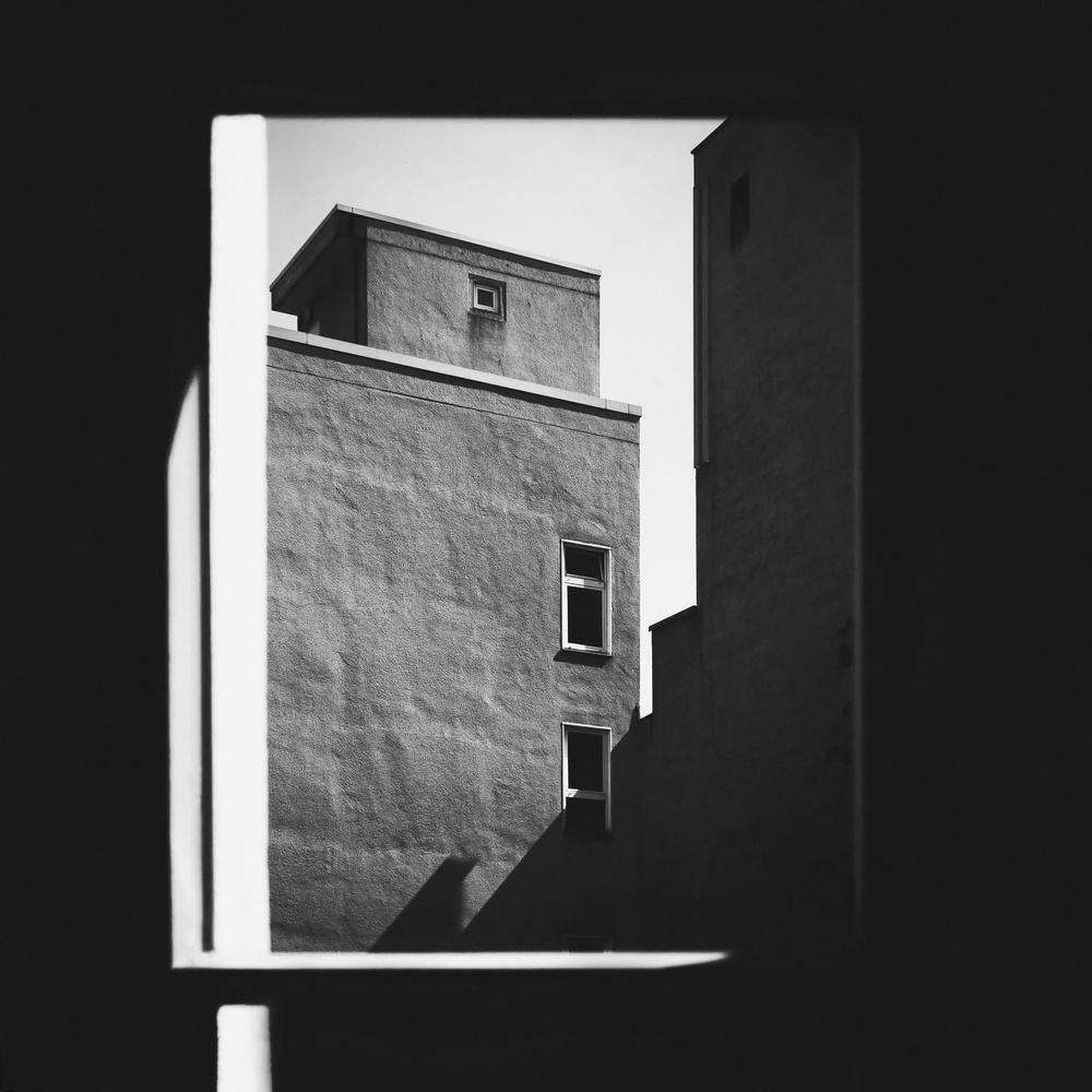 Das fenster zum hof von klaus lenzen galerie heise foto for Fenster zum hof