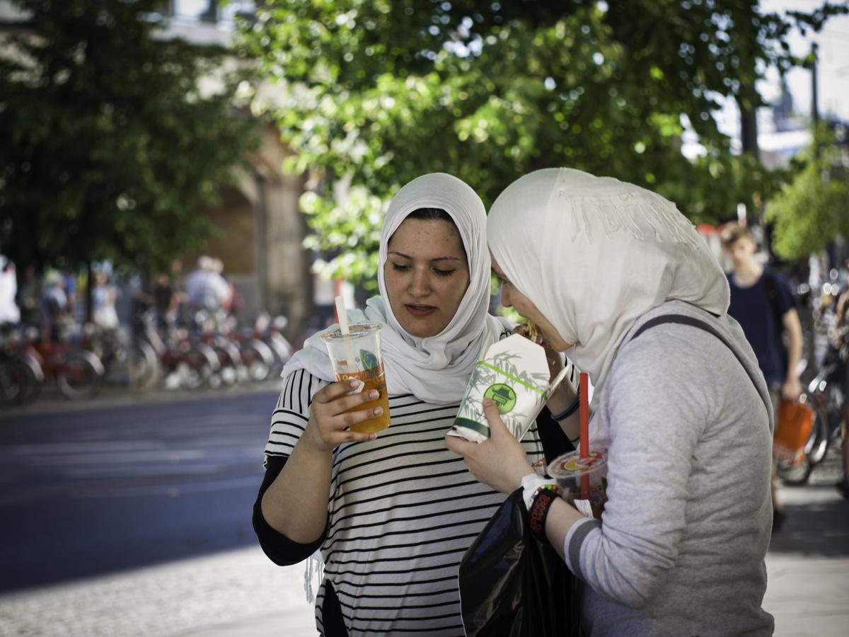 Frauen mit Kopftuch von S. Kohlmann - Galerie - heise Foto