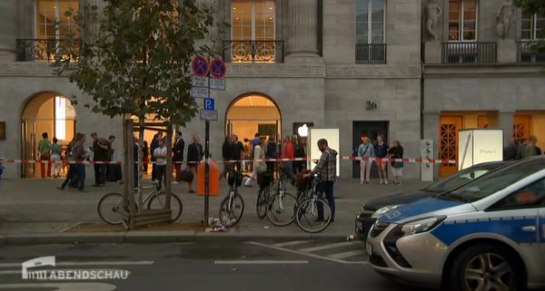 Bild zu «Apple Store Berlin: Raubüberfall auf Geldtransporter»