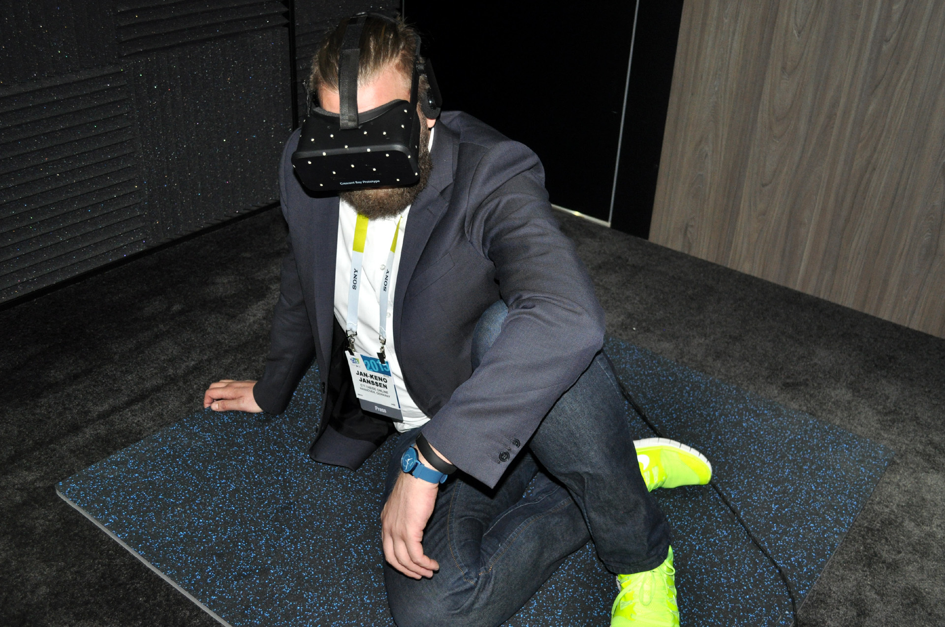 ces virtual reality brille oculus rift mit 3d audio aber ohne erscheinungstermin heise online. Black Bedroom Furniture Sets. Home Design Ideas