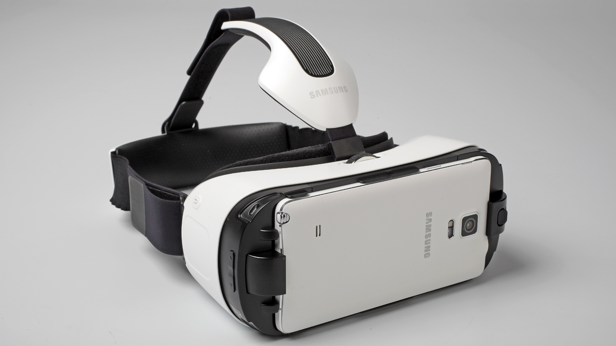 samsung gear vr ab sofort erh ltlich virtual reality brille im dauertest heise online. Black Bedroom Furniture Sets. Home Design Ideas