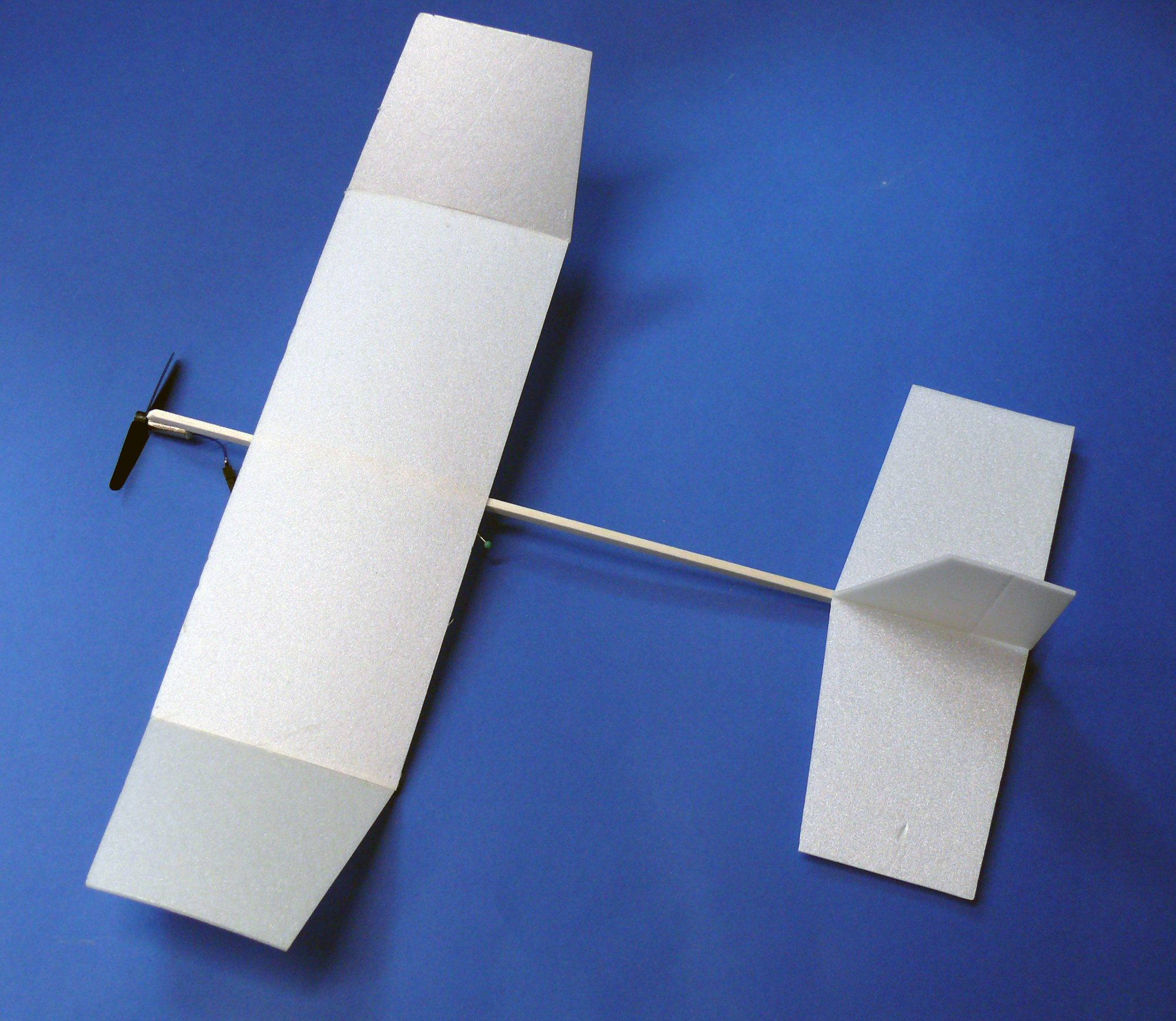 elektrisch fliegen mit der energie des super kondensators make. Black Bedroom Furniture Sets. Home Design Ideas
