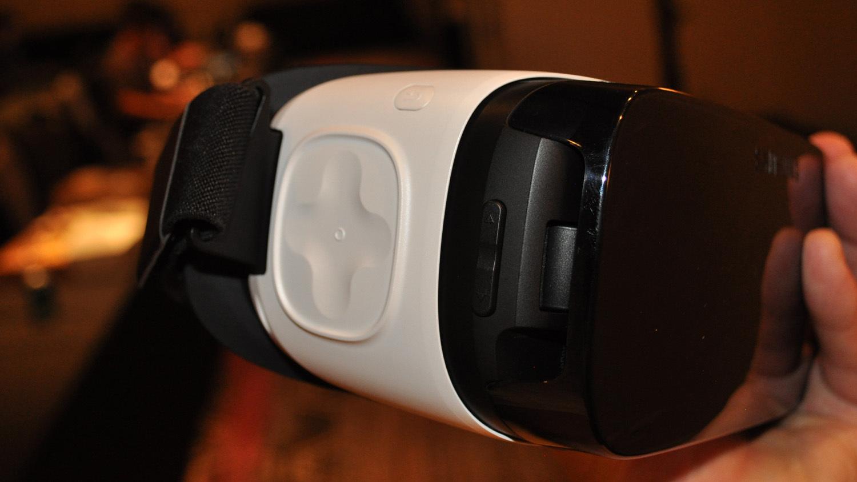 neues gear vr headset von samsung und oculus preis. Black Bedroom Furniture Sets. Home Design Ideas