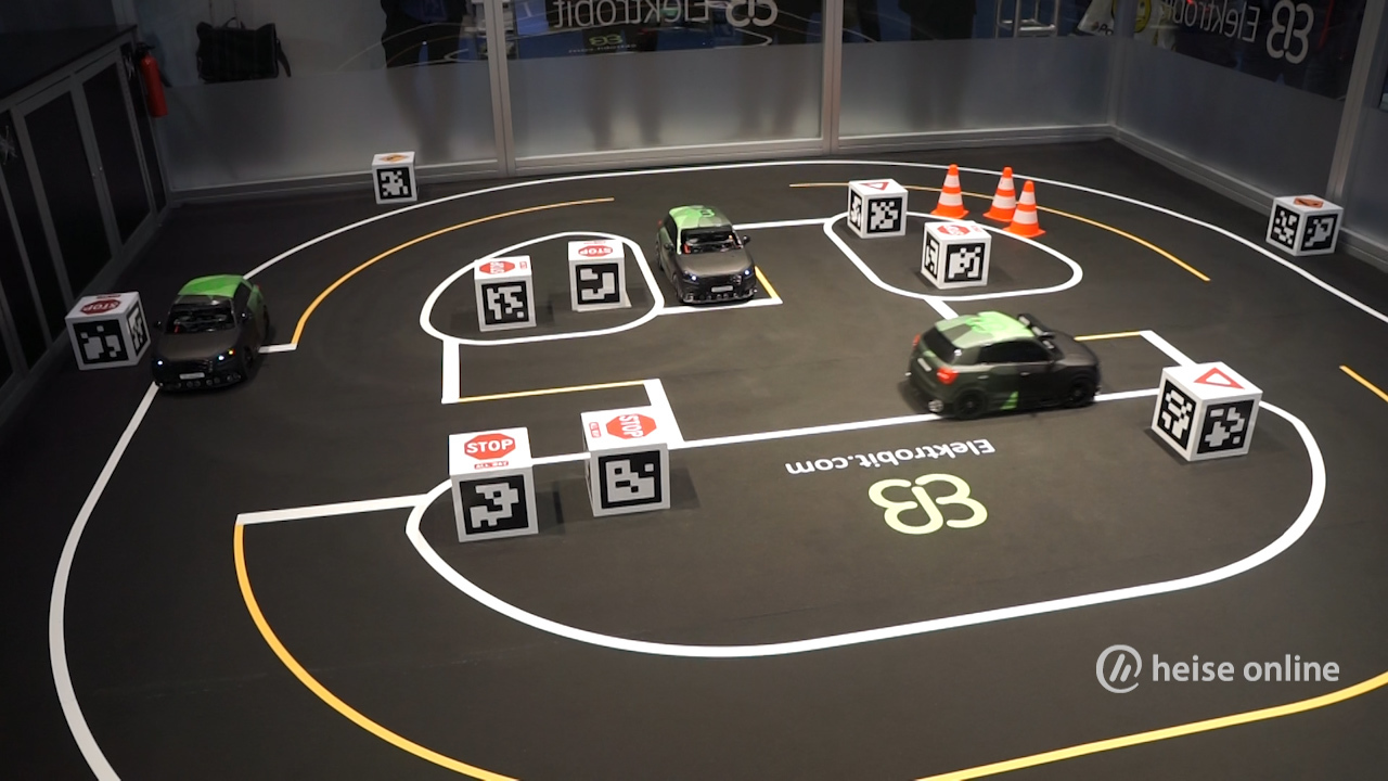 selbstfahrende modellautos im autonomen miniaturwunderland. Black Bedroom Furniture Sets. Home Design Ideas