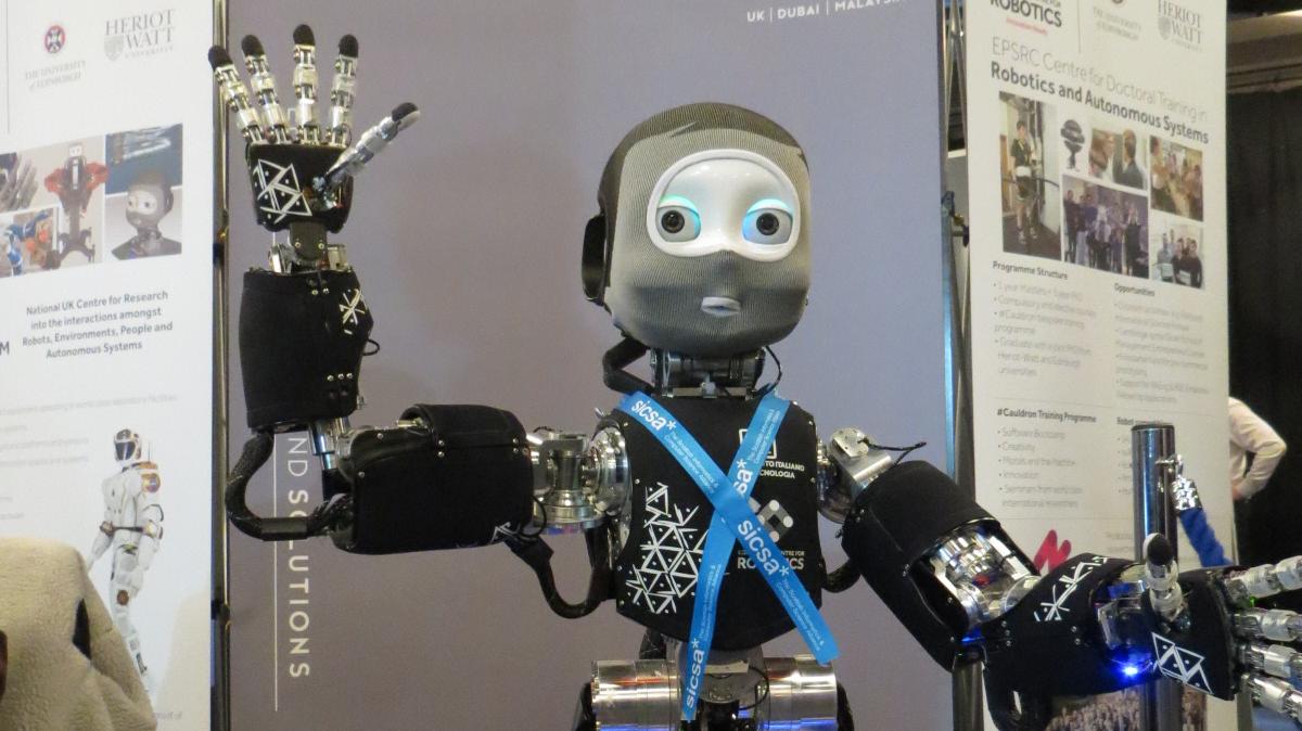 roboterethik roboter werfen fragen nach menschlicher w rde und identit t auf heise online. Black Bedroom Furniture Sets. Home Design Ideas