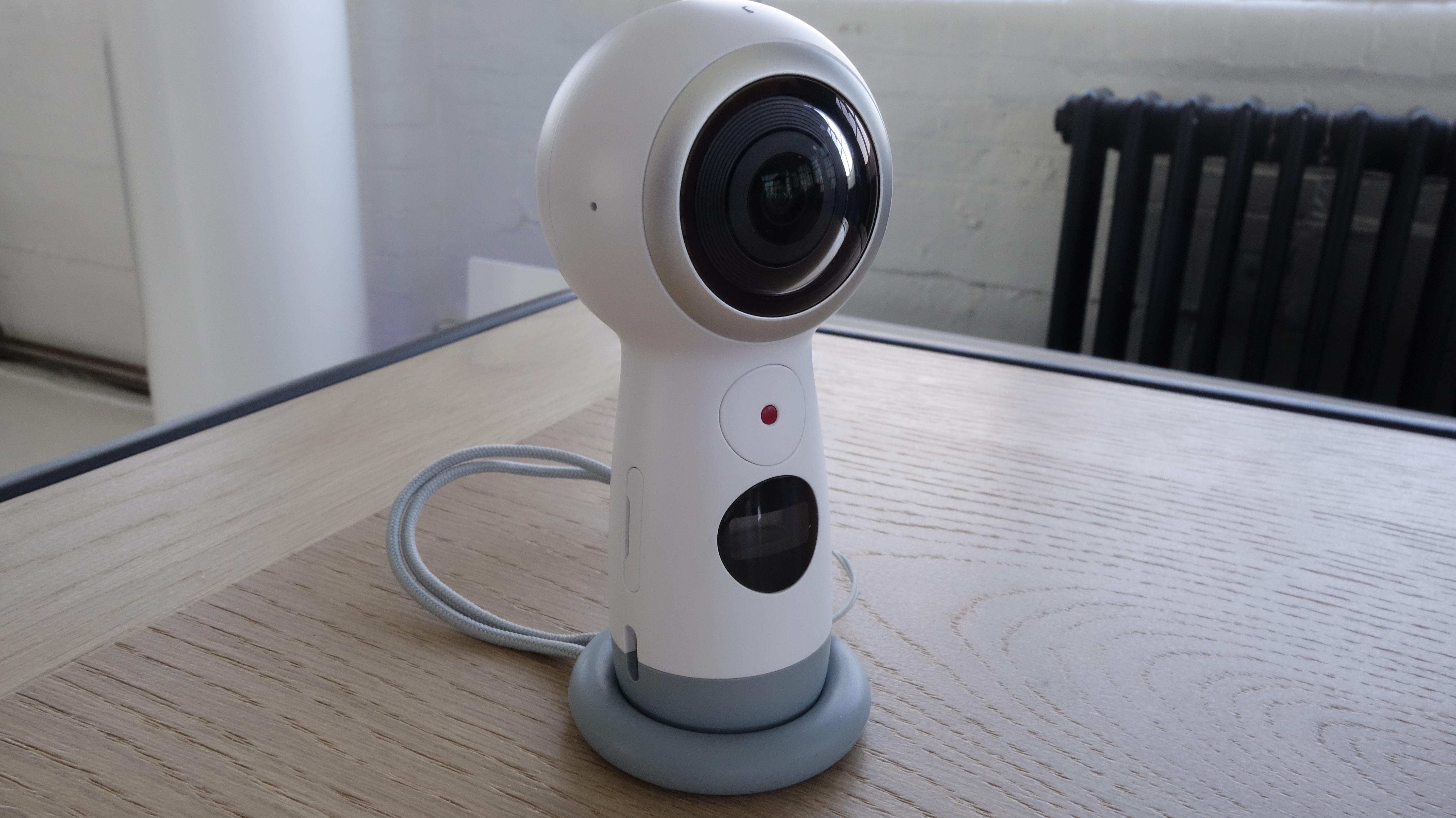 360 grad kamera gear 360 neues modell kann 4k videos. Black Bedroom Furniture Sets. Home Design Ideas