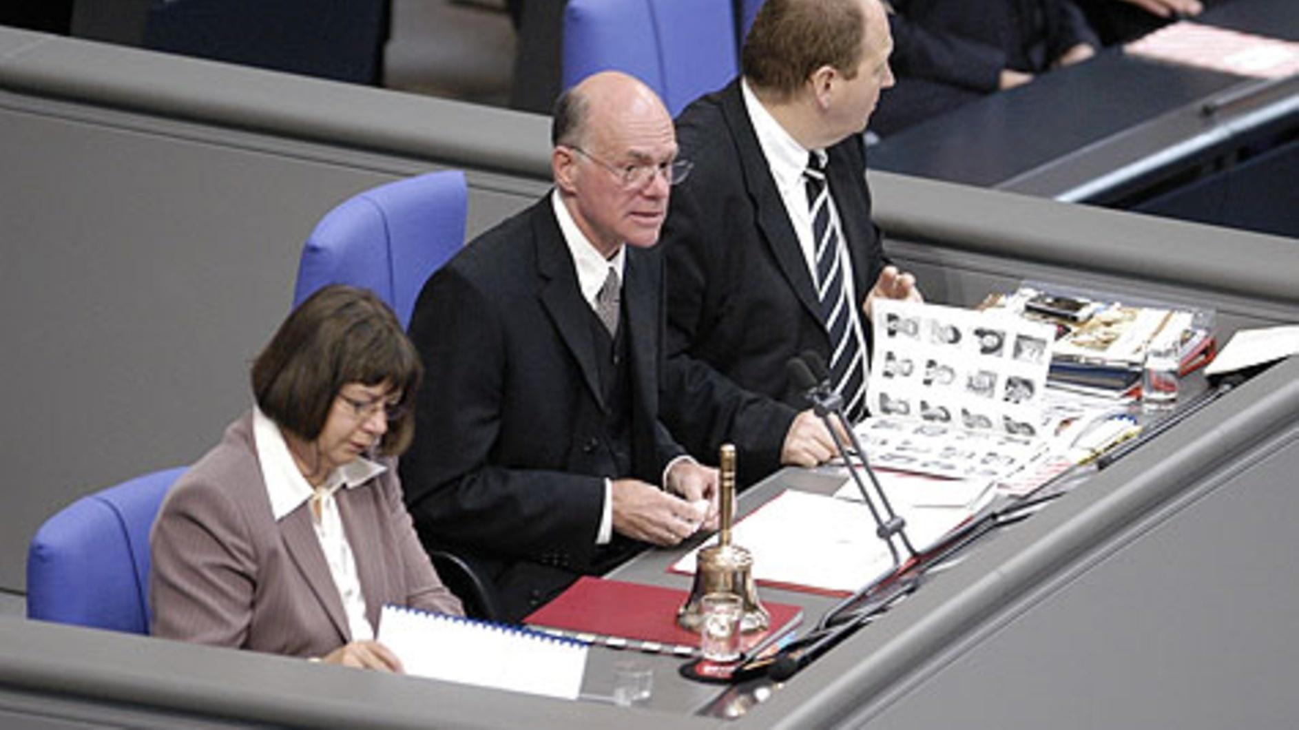 Bundestagspräsident fordert Mindeststrafmass für Hasskommentare