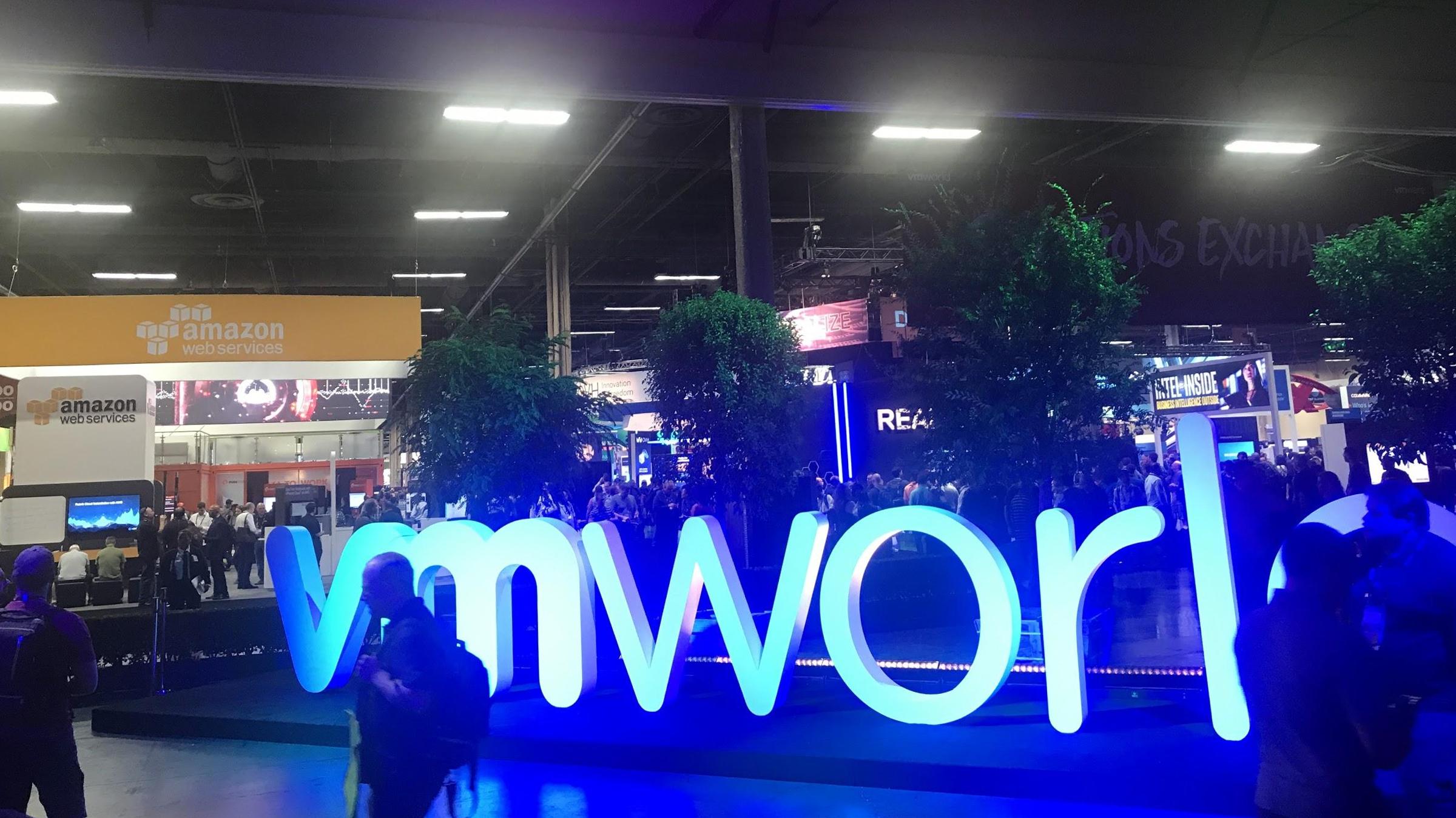 33d23da34496e Künftig können Unternehmen ihre VMware-Umgebung aus AWS beziehen oder ihr  Rechenzentrum als hybride Infrastruktur eng mit der Cloud verknüpfen.