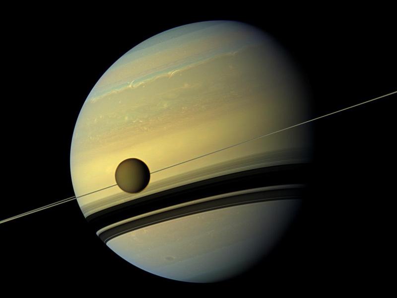 Mond Saturn