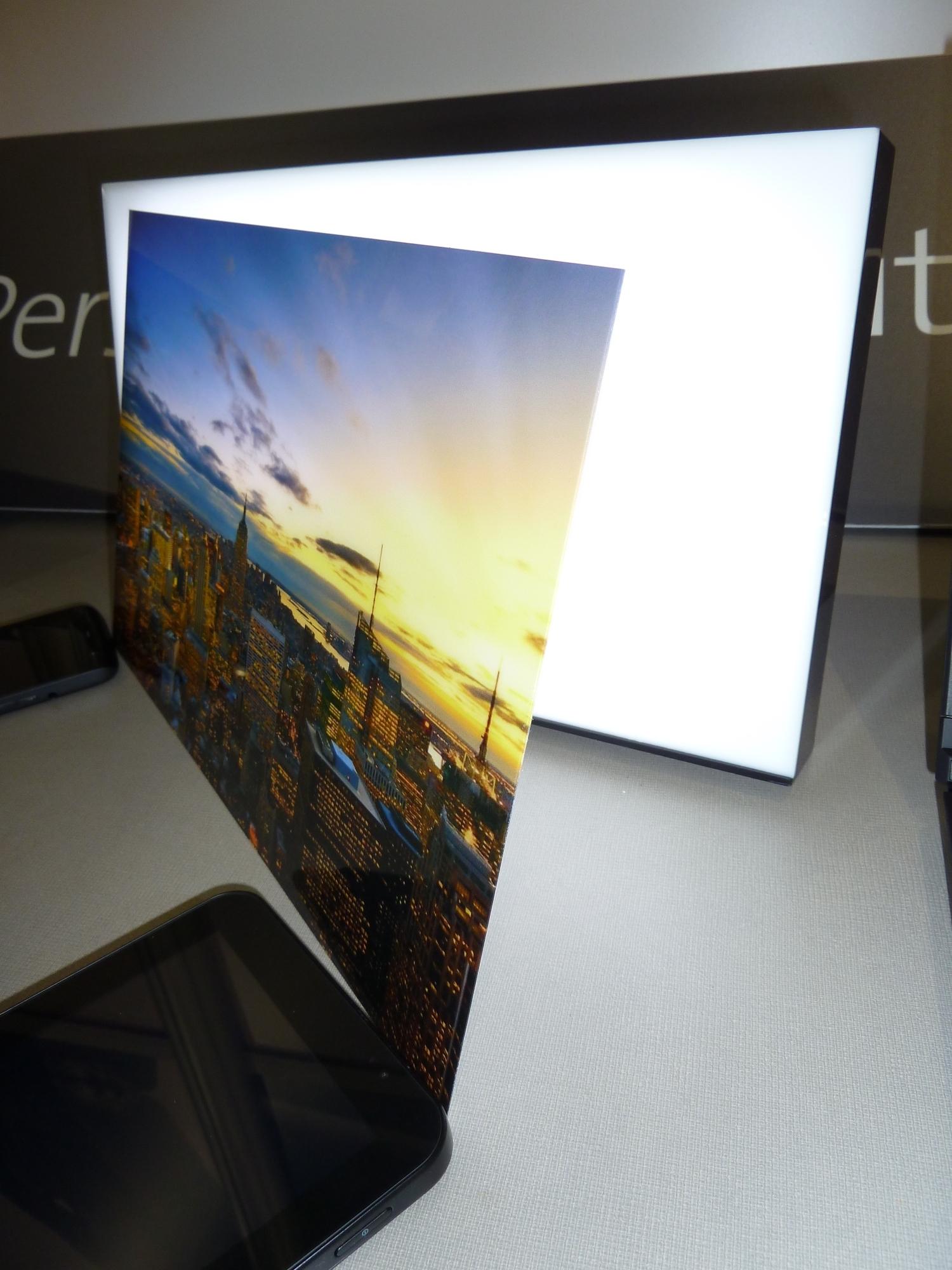 Favorit DisplayWeek: Dünnes Glas von der Rolle | heise online GX49