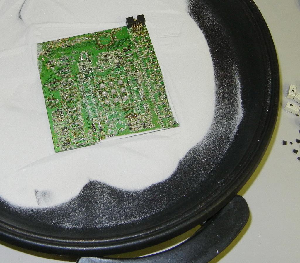 Plastik auf herdplatte geschmolzen